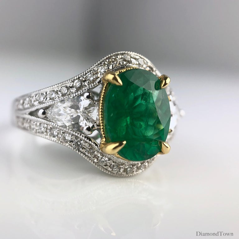 Contemporary 1.70 Carat Oval Cut Fine Emerald and 0.73 Carat Diamond Ring in 18 Karat Gold For Sale