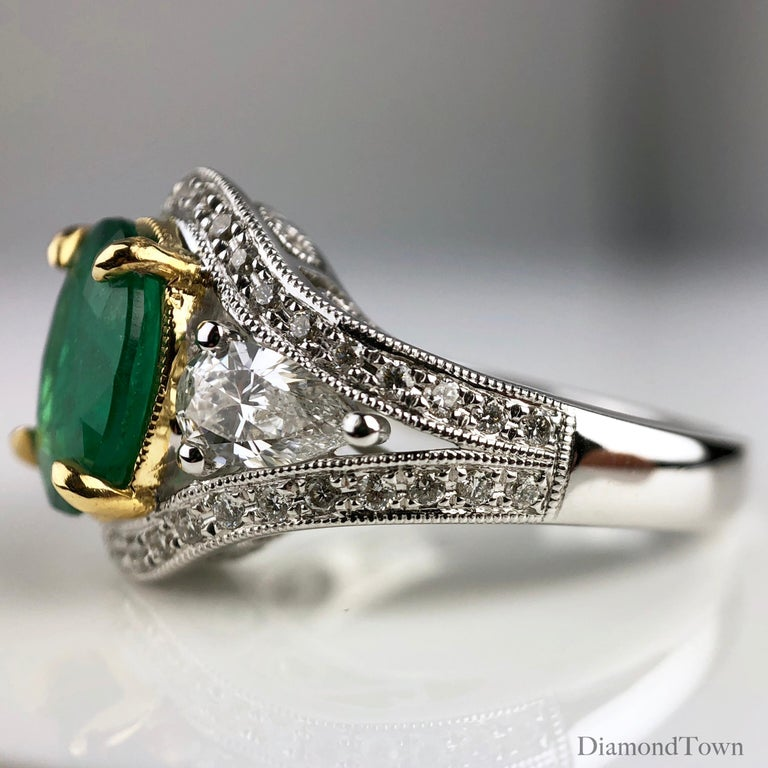1.70 Carat Oval Cut Fine Emerald and 0.73 Carat Diamond Ring in 18 Karat Gold In New Condition For Sale In New York, NY