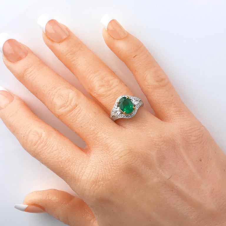 Women's 1.70 Carat Oval Cut Fine Emerald and 0.73 Carat Diamond Ring in 18 Karat Gold For Sale