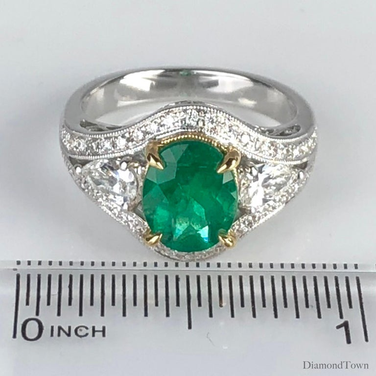 1.70 Carat Oval Cut Fine Emerald and 0.73 Carat Diamond Ring in 18 Karat Gold For Sale 1
