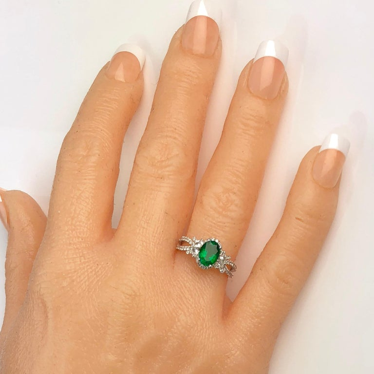 Contemporary 1.21 Carat Oval Cut Fine Emerald and 0.64 Carat Diamond Ring in 18 Karat Gold For Sale