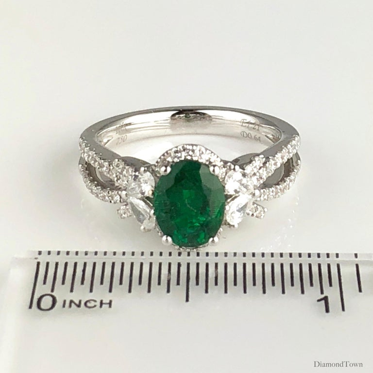 1.21 Carat Oval Cut Fine Emerald and 0.64 Carat Diamond Ring in 18 Karat Gold In New Condition For Sale In New York, NY