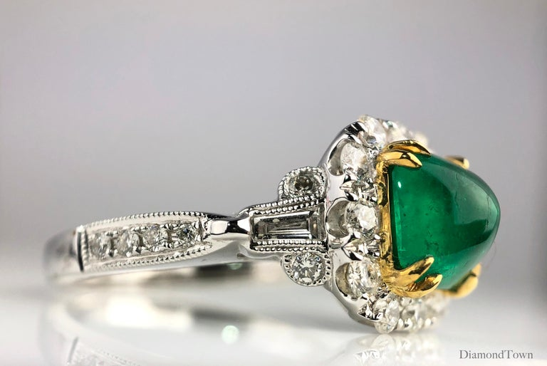 Contemporary 1.45 Carat Sugarloaf Colombian Emerald and Diamond Ring by DiamondTown For Sale