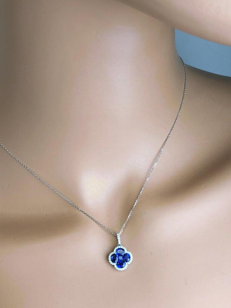 Contemporary 1.81 Carat Vivid Blue Sapphire and Diamond Clover Pendant by Diamond Town For Sale