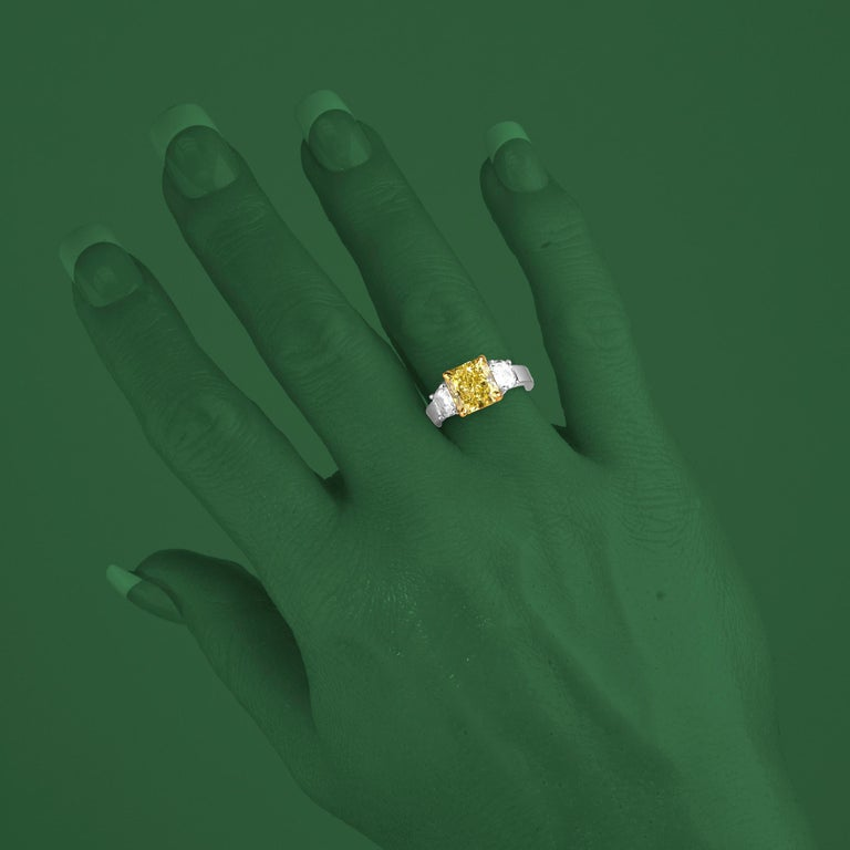 Women's GIA Certified 4.09 Carat Natural Fancy Yellow Diamond Ring in Platinum/18K Gold For Sale