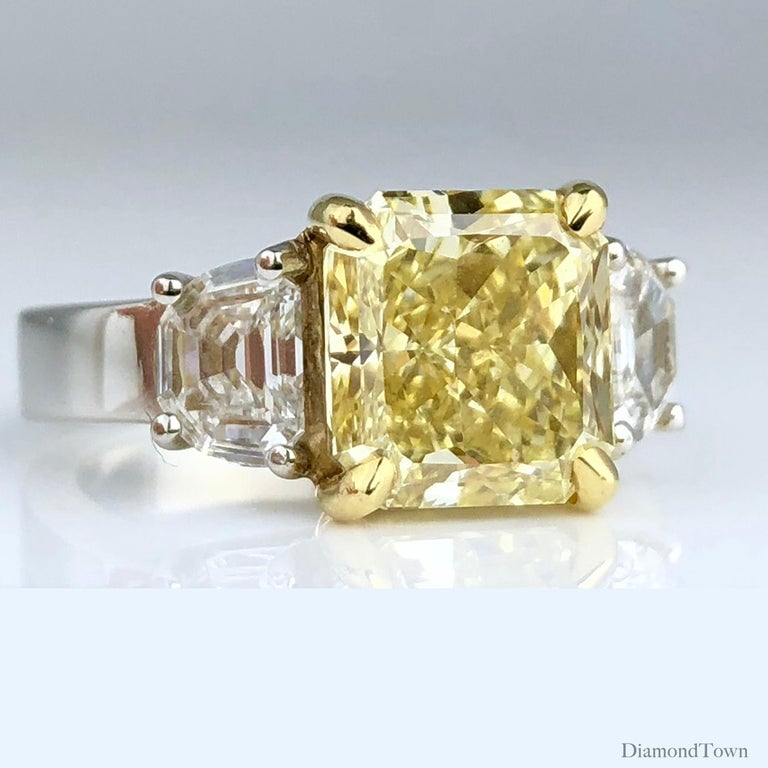 Contemporary GIA Certified 4.09 Carat Natural Fancy Yellow Diamond Ring in Platinum/18K Gold For Sale