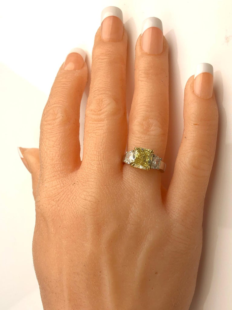 GIA Certified 4.09 Carat Natural Fancy Yellow Diamond Ring in Platinum/18K Gold In New Condition For Sale In New York, NY