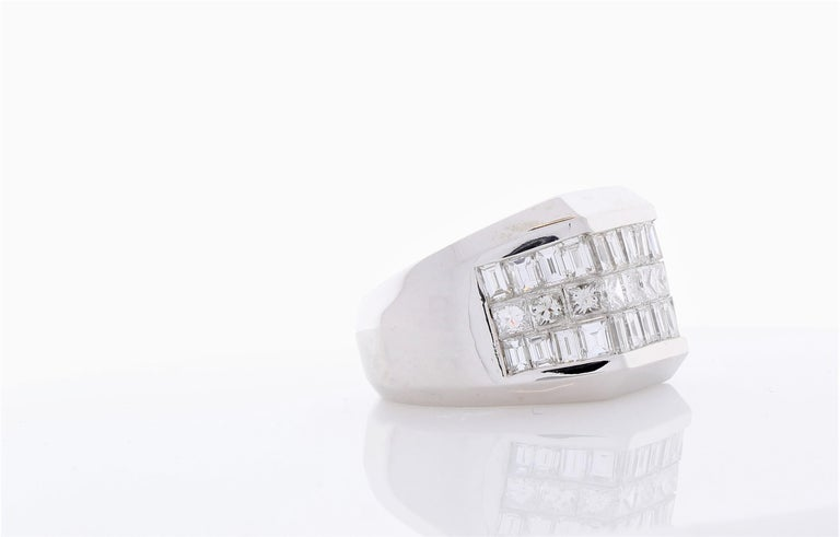 Contemporary 4.01 Carat Total Invisible Set Baguette and Princess cut Diamond Cocktail Ring For Sale
