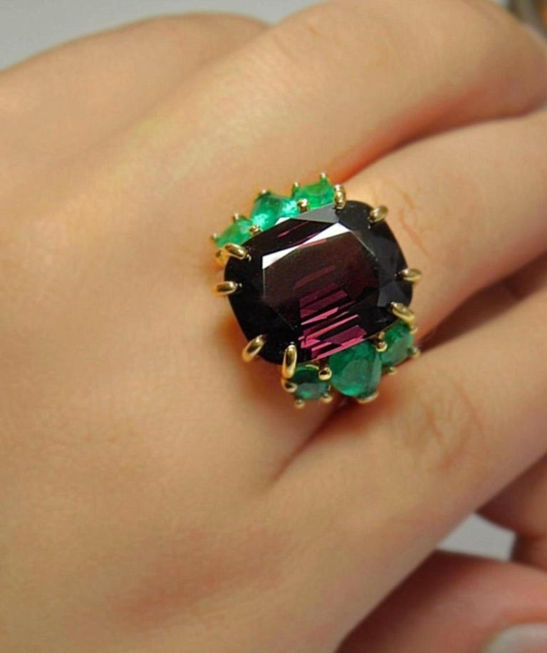 Women's 22.03 Carat Certified Fine Spinel Colombian Emerald Ring 18K For Sale