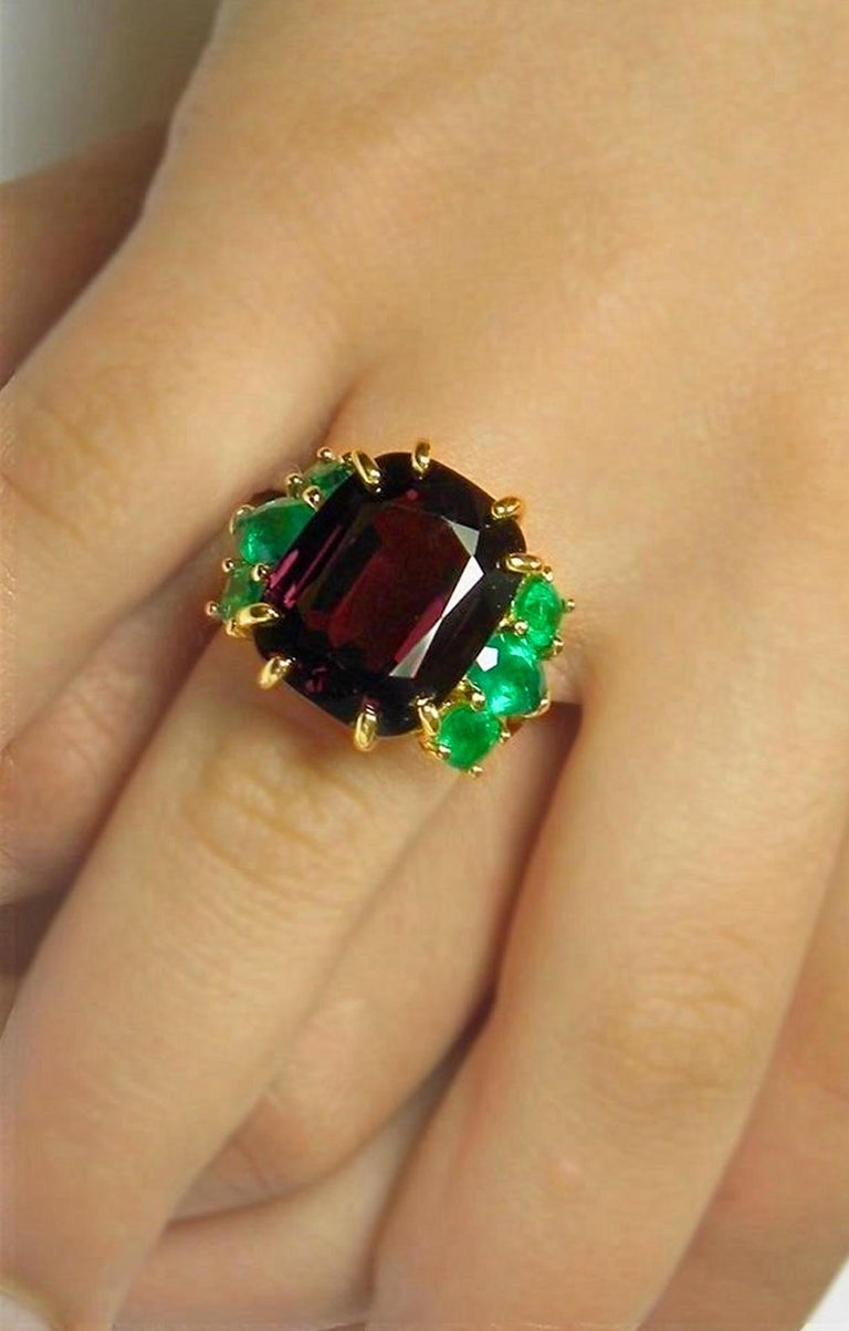 22.03ct Spinel & Emerald Untreated EGL USA Certified 18K /HEIRLOOM Retro Style Cocktail Ring 18.23 carats natural-untreated Spinel Cushion Cut Dark Red-Purplish - Clarity VS. HUGE/ *Very Rare! Accented with FINE natural Colombian Emerald 3.80ct /
