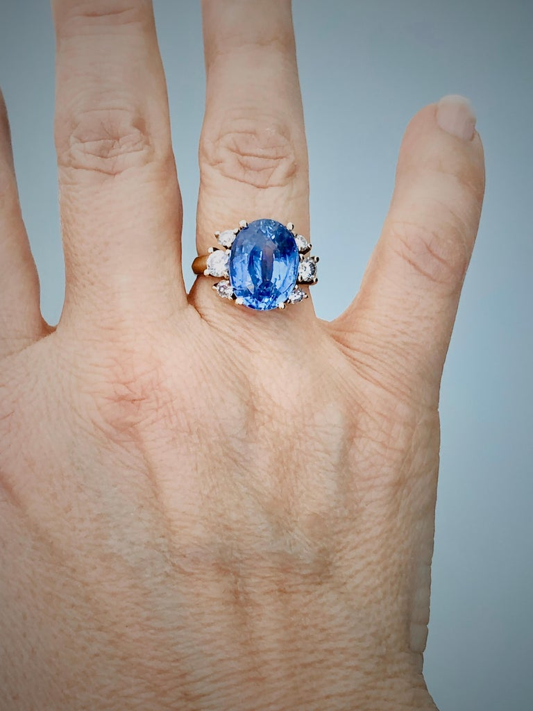 Oval Cut 10.80 Carat Certified Untreated Blue Sapphire Diamond Ring 18K  For Sale