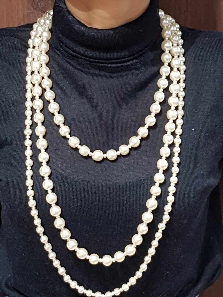Vintage Chanel Multi Strand Bead 18 Karat Gold Plated Runway Pearl Necklace  In Good Condition For Sale In Antwerp, BE