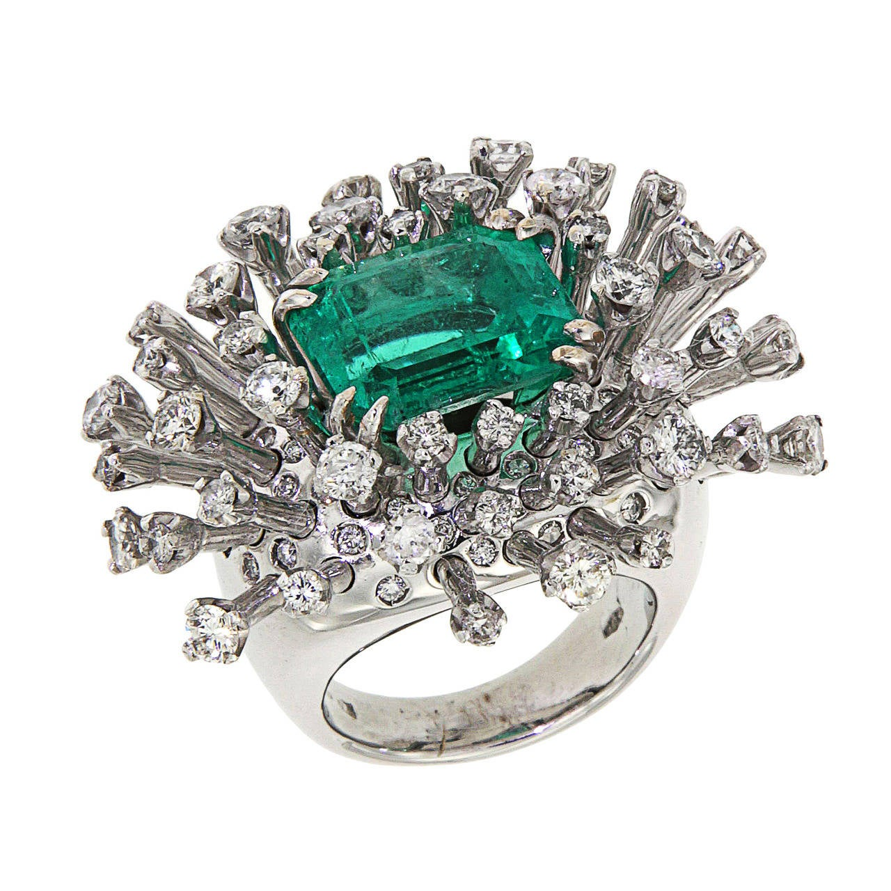 6.26 Carat Green Emerald Diamonds White 18K Gold Cocktail Ring Made In Italy In New Condition For Sale In Milano, IT