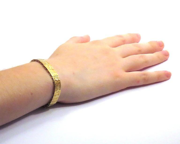 Engraved 18k yellow gold bracelet