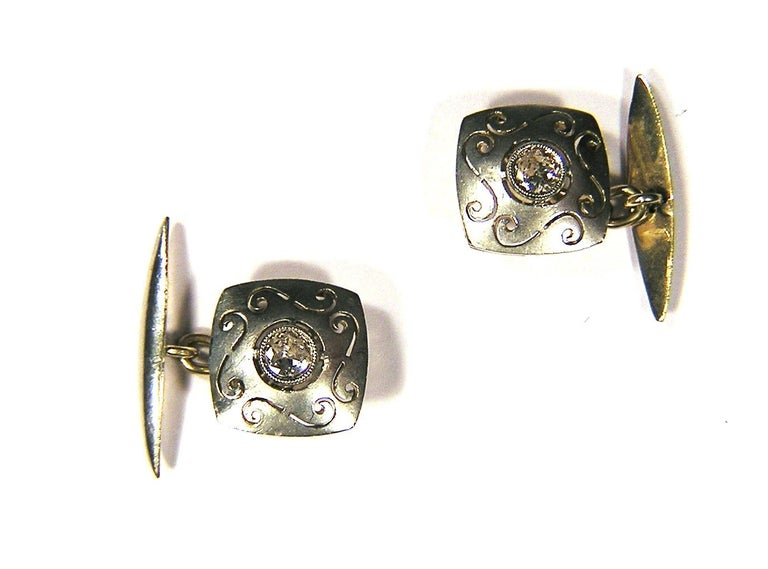 1920s cufflinks in silver and yellow gold with diamonds 0.20 ctw circa. Size: 14 mm / 0,551181 inches Ready for delivery. It can be shipped with express delivery on