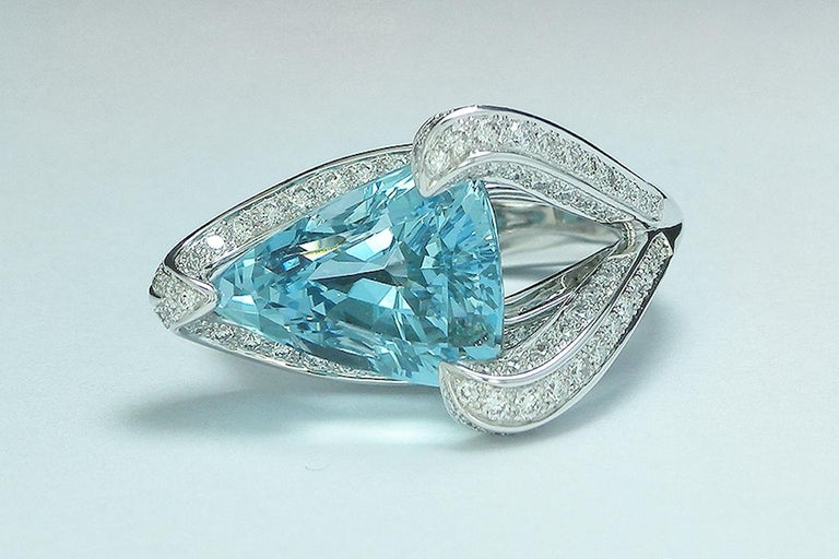 Contemporary 7.67 Carat Trillion Cut Aquamarine and Diamond Cocktail Ring For Sale