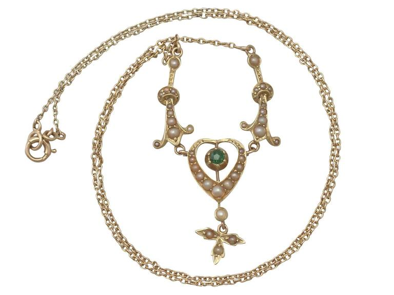 1890s 0.12 Carat Peridot and Seed Pearl, 15k Yellow Gold Necklace In Excellent Condition For Sale In Jesmond, Newcastle Upon Tyne