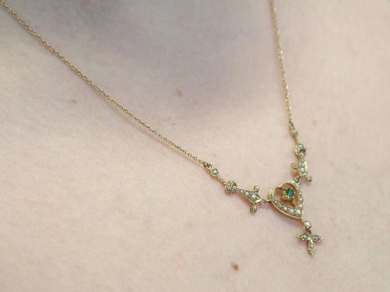 1890s 0.12 Carat Peridot and Seed Pearl, 15k Yellow Gold Necklace For Sale 4
