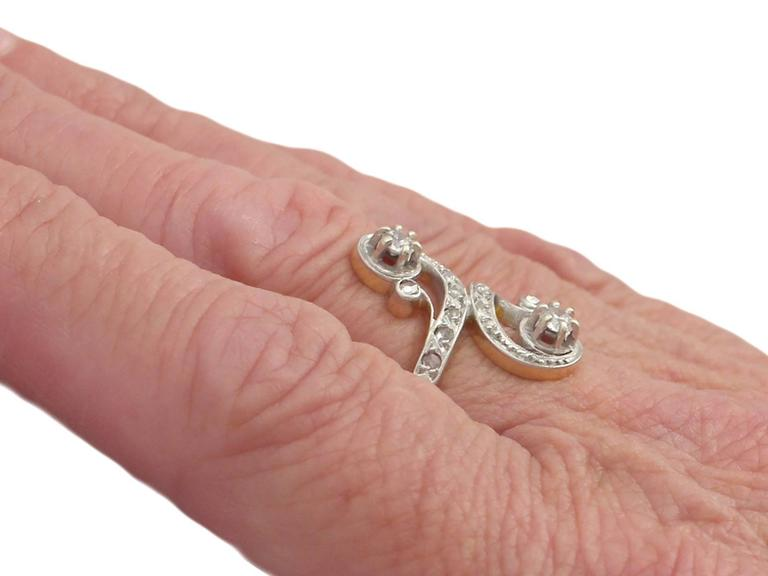 1920s French 0.43 Carat Diamond and Yellow Gold Twist Ring For Sale 4