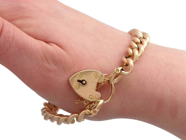 Antique 1901 Yellow Gold Bracelet with Heart Padlock Clasp For Sale 3