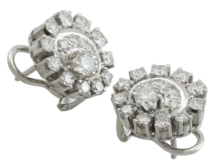 1980s 3.05 Carat Diamond White Gold and Platinum Set Cluster Earrings 3