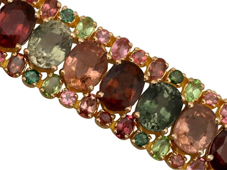1980s 96.65 Carat Tourmaline Peridot Yellow Gold Bracelet In Excellent Condition For Sale In Jesmond, GB