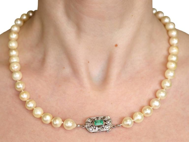 Single Strand Pearl, Emerald, Diamond and White Gold Necklace For Sale 4