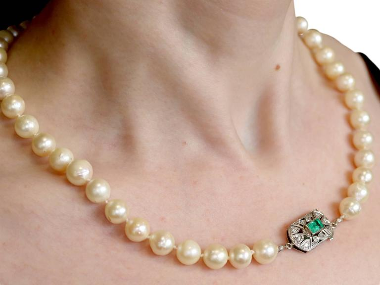 Single Strand Pearl, Emerald, Diamond and White Gold Necklace For Sale 5