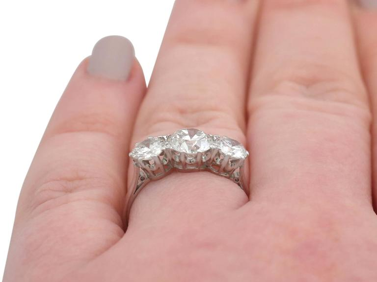 1940s 2.20 Carat Diamond and Platinum Trilogy Ring For Sale 3