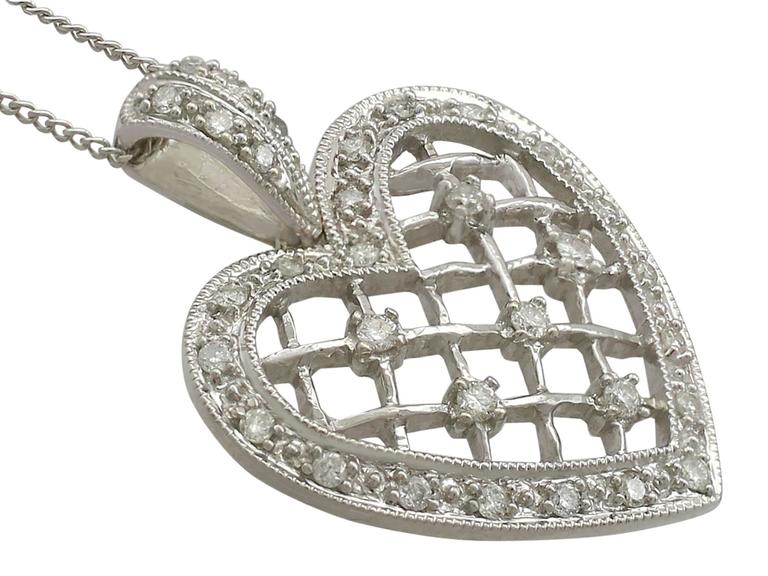 1960s Diamond White Gold Heart Pendant In Excellent Condition For Sale In Jesmond, Newcastle Upon Tyne