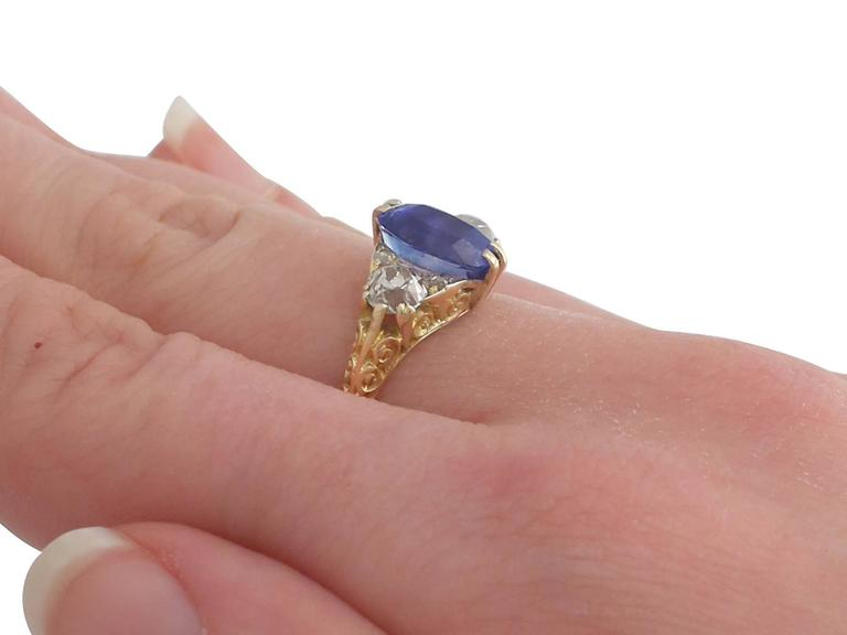 1890s Victorian 3.11 Carat Sapphire Diamond Yellow Gold Trilogy Ring For Sale 3