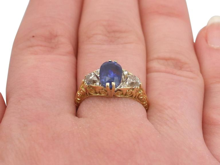 1890s Victorian 3.11 Carat Sapphire Diamond Yellow Gold Trilogy Ring For Sale 4