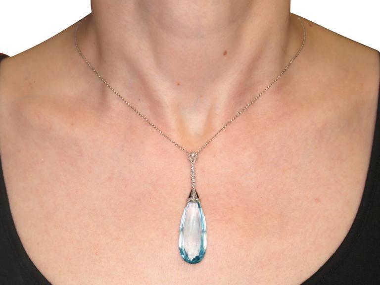 1920s Art Deco 23.64 Carat Aquamarine and Diamond Platinum Necklace For Sale 4