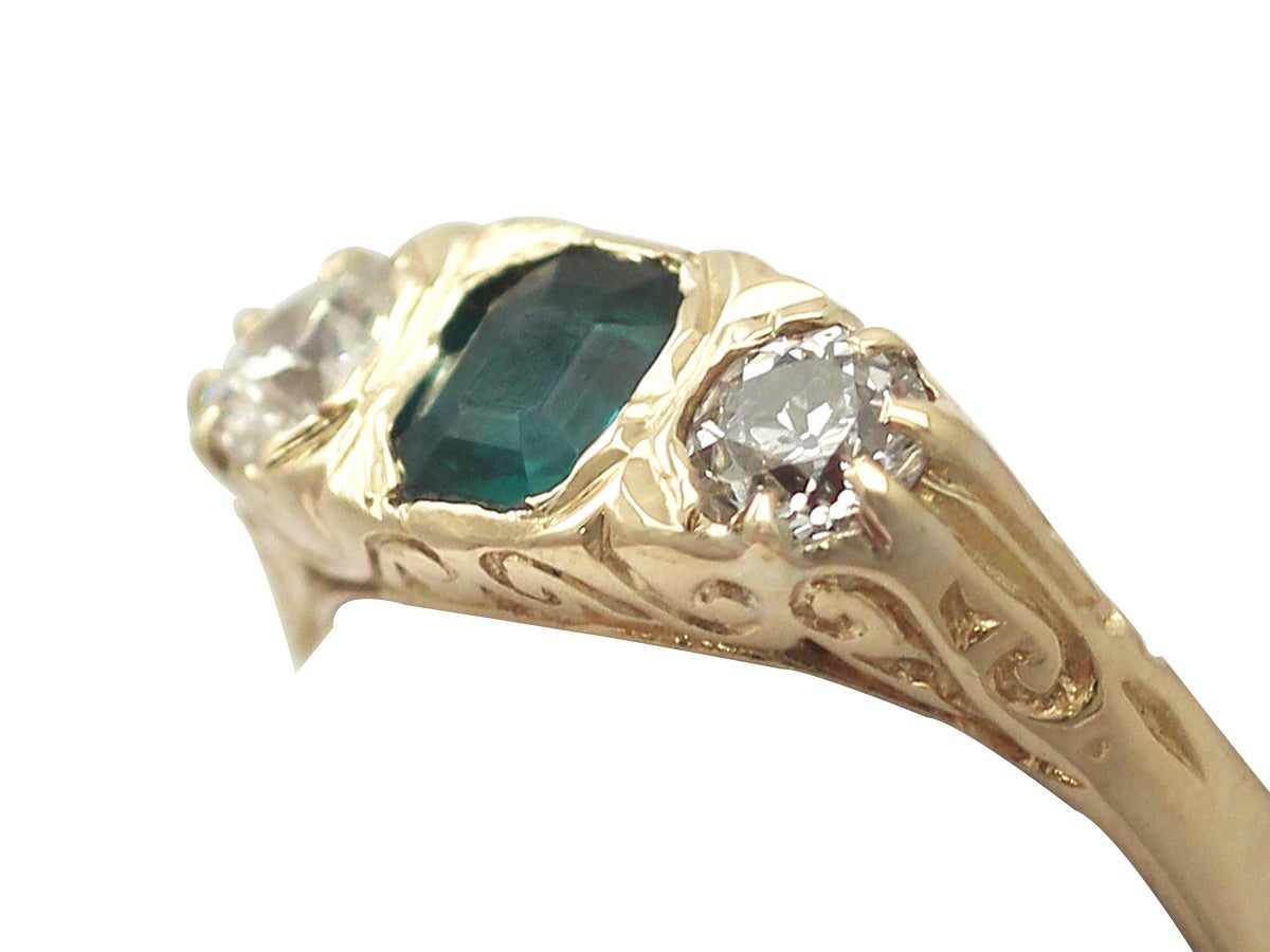 1910s Antique Emerald and Diamond Yellow Gold Cocktail Ring In Excellent Condition For Sale In Jesmond, Newcastle Upon Tyne