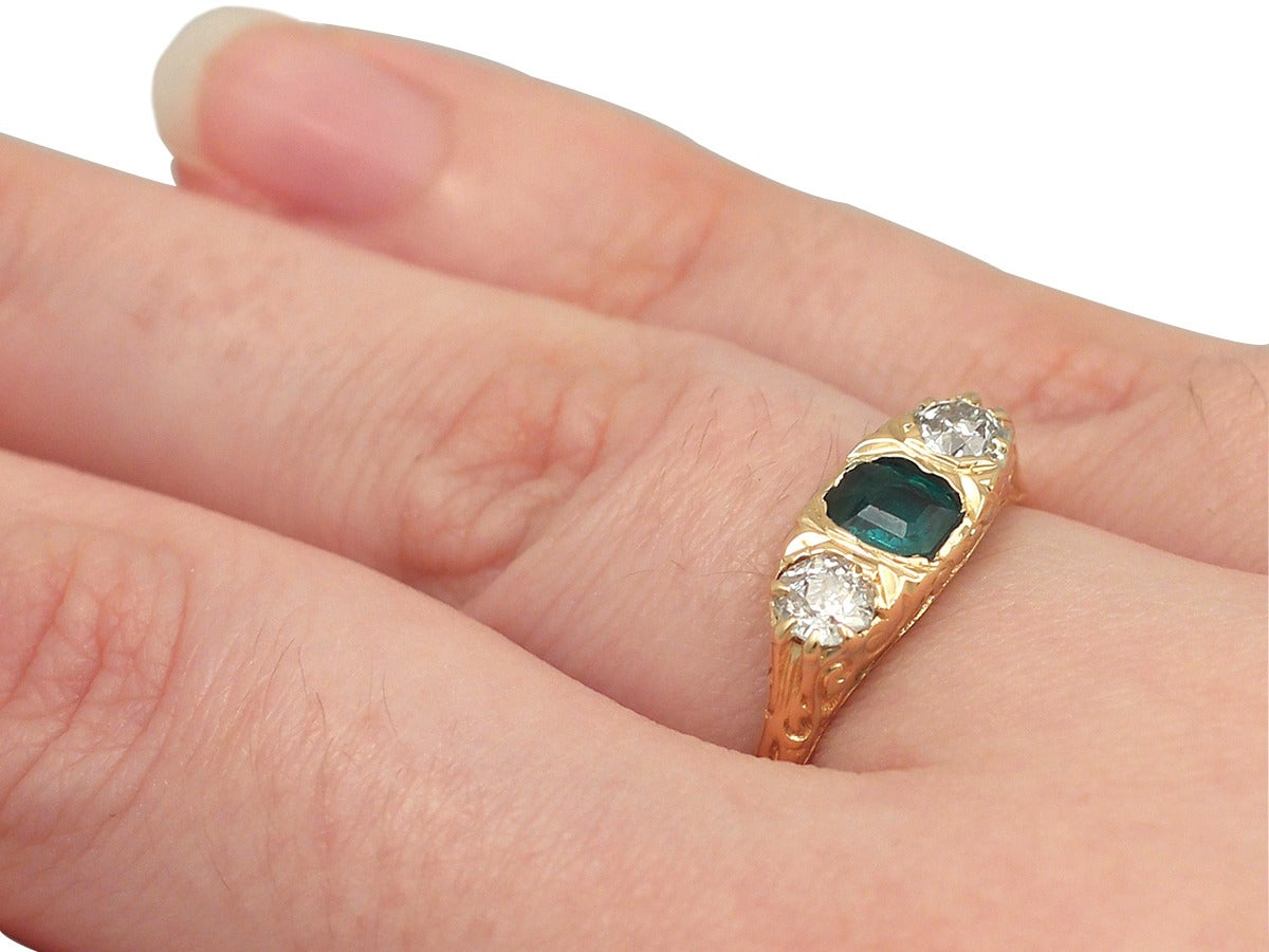 1910s Antique Emerald and Diamond Yellow Gold Cocktail Ring For Sale 4