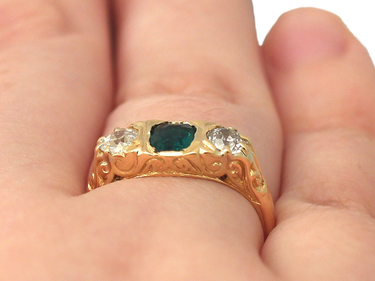 1910s Antique Emerald and Diamond Yellow Gold Cocktail Ring For Sale 5