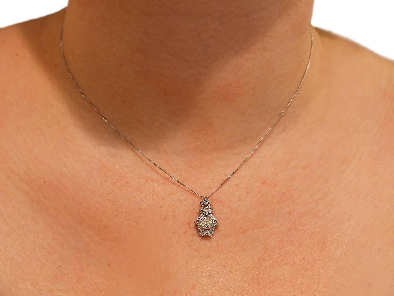 0.84 Carat Diamond and 18 Karat White Gold Pendant, Antique, circa 1900 For Sale 4