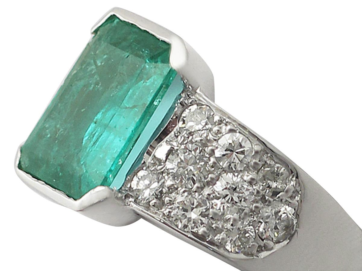 1 05ct emerald and 1 05ct 18k white gold dress