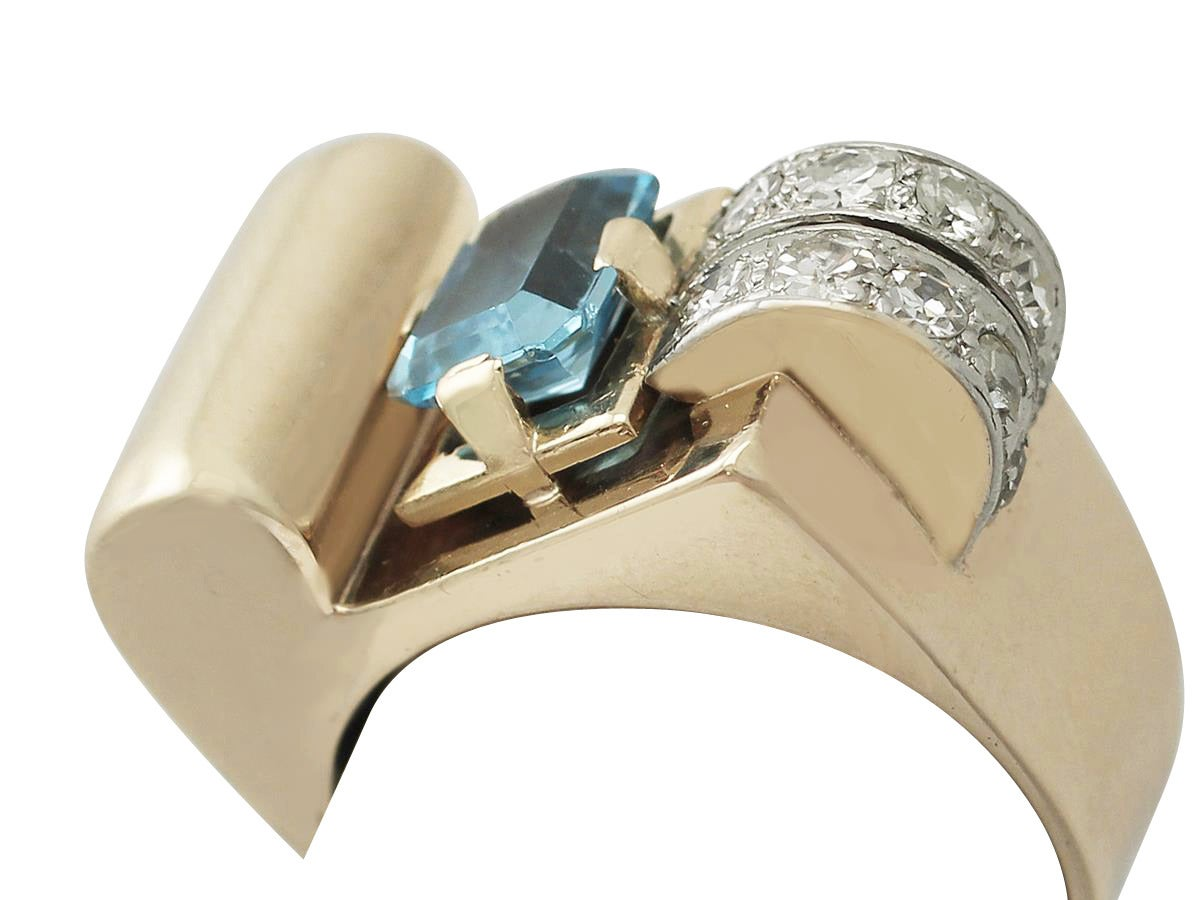 Art Deco 1930s 1.45 Carat Aquamarine & Diamond Yellow Gold Cocktail Ring For Sale