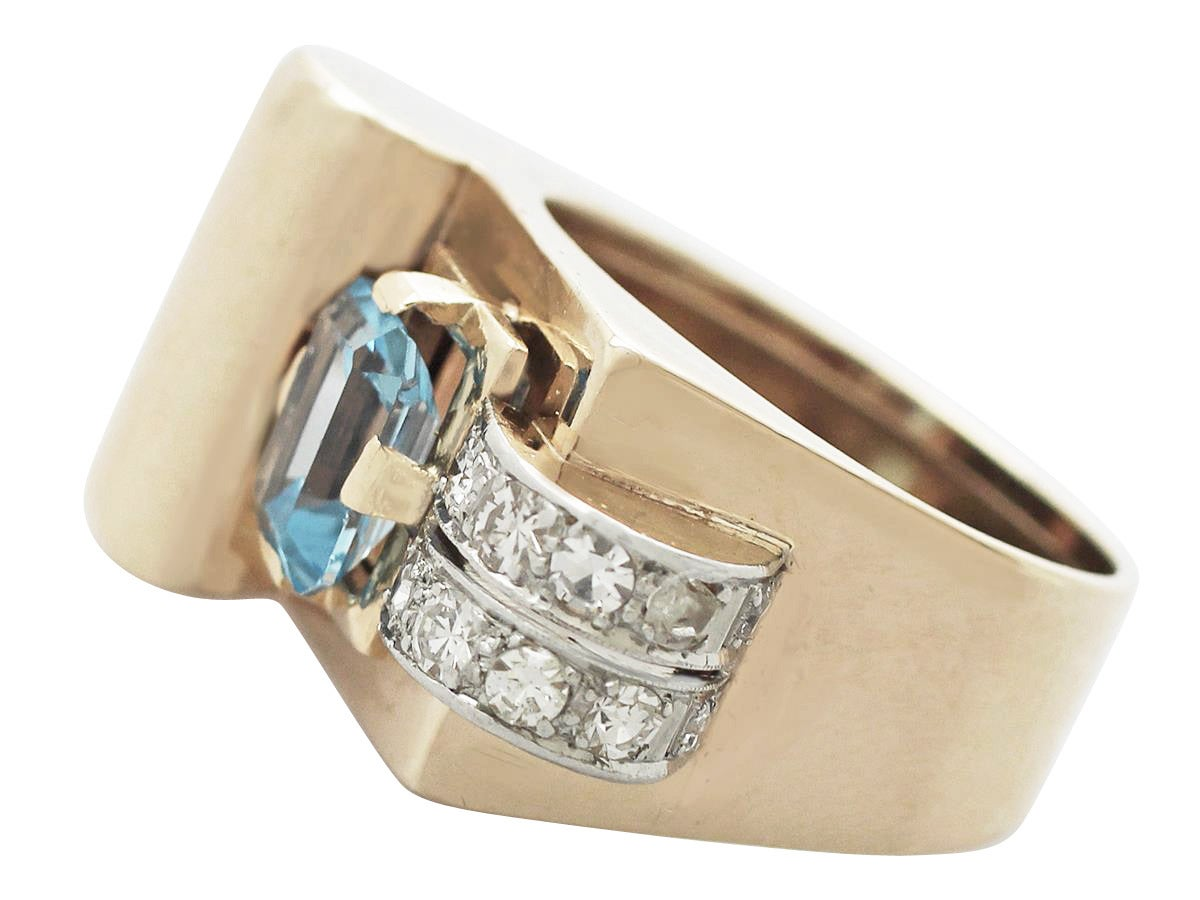 1930s 1.45 Carat Aquamarine & Diamond Yellow Gold Cocktail Ring In Excellent Condition For Sale In Jesmond, Newcastle Upon Tyne