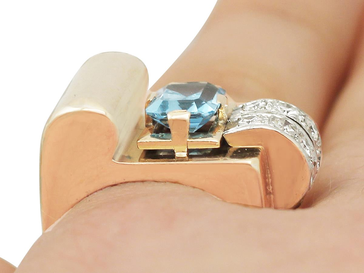 1930s 1.45 Carat Aquamarine & Diamond Yellow Gold Cocktail Ring For Sale 4