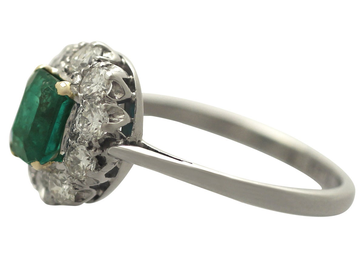 0.88 Ct Emerald and 0.65 Ct Diamond 18k White Gold Cluster Ring - Vintage 4