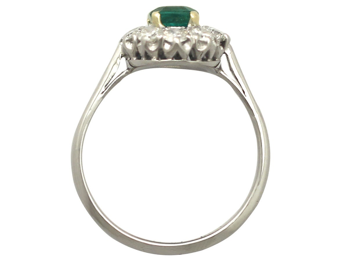 0.88 Ct Emerald and 0.65 Ct Diamond 18k White Gold Cluster Ring - Vintage 5