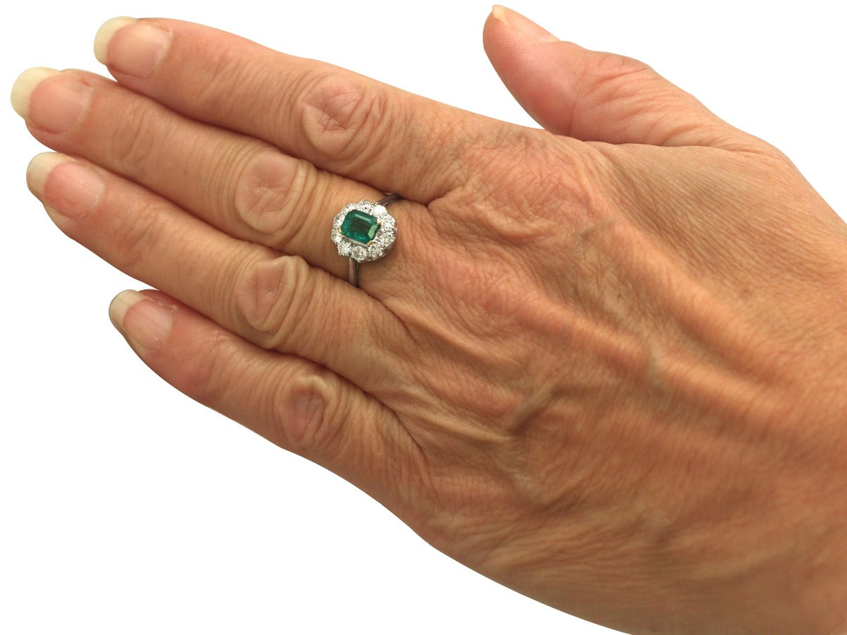 0.88 Ct Emerald and 0.65 Ct Diamond 18k White Gold Cluster Ring - Vintage 7