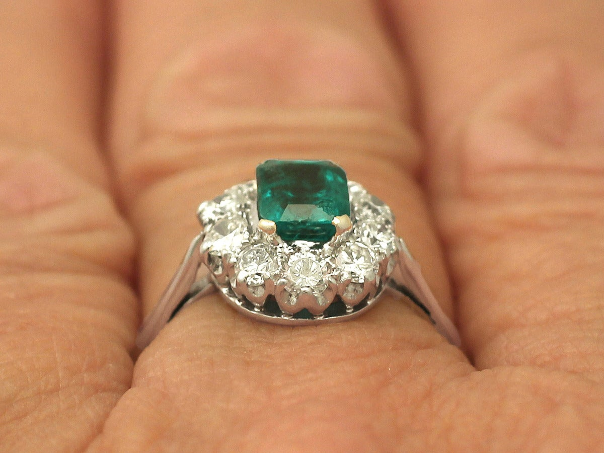 0.88 Ct Emerald and 0.65 Ct Diamond 18k White Gold Cluster Ring - Vintage 9