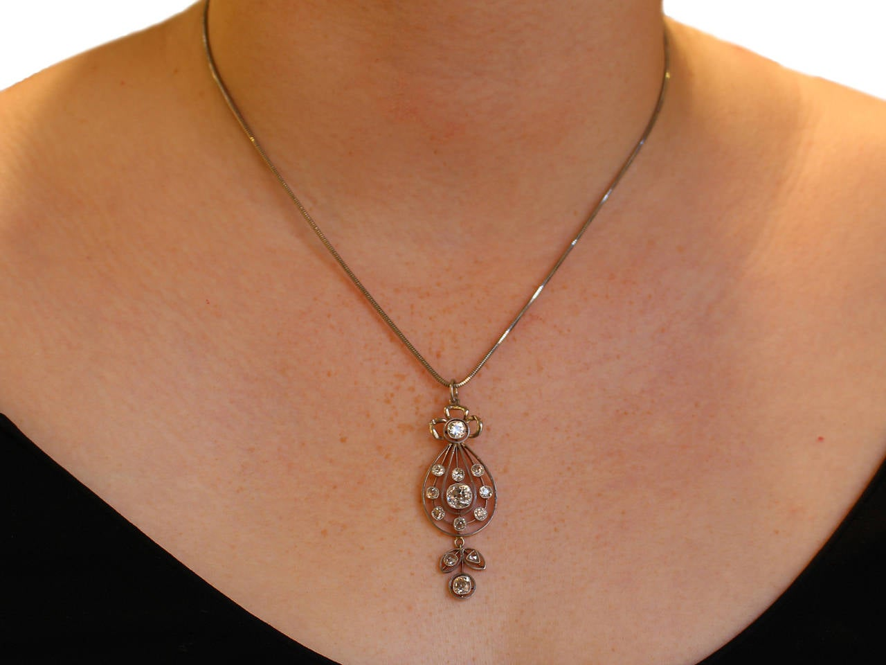 1880s Antique Victorian 2.14 Carat Diamond and 15k Yellow Gold Pendant  For Sale 4