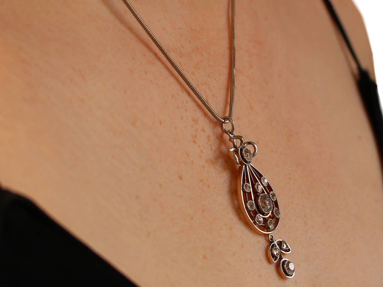 1880s Antique Victorian 2.14 Carat Diamond and 15k Yellow Gold Pendant  For Sale 5