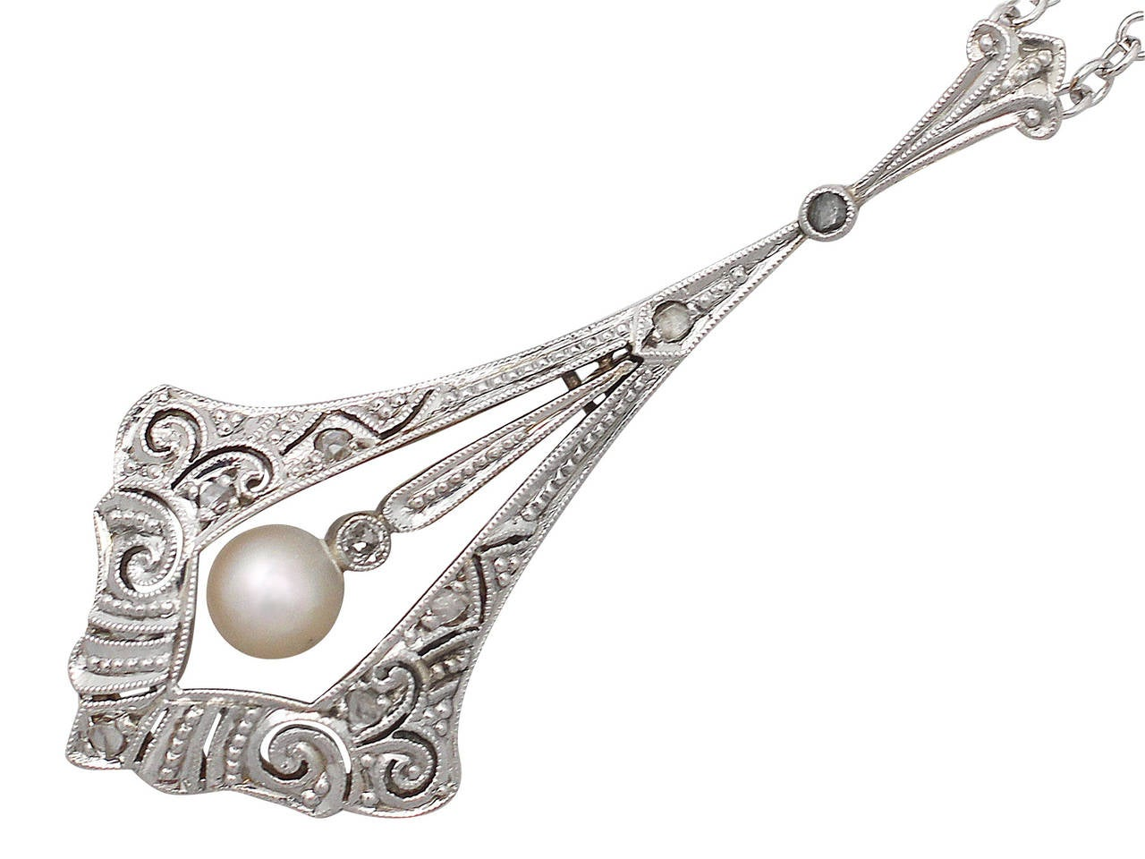 0.10Ct Diamond and Pearl, 14k Yellow Gold Pendant - Antique Circa 1920 In Excellent Condition For Sale In Jesmond, GB