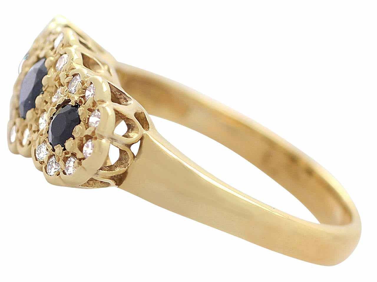 1980s Sapphire & Diamond Yellow Gold Cocktail Ring In Excellent Condition For Sale In Jesmond, Newcastle Upon Tyne