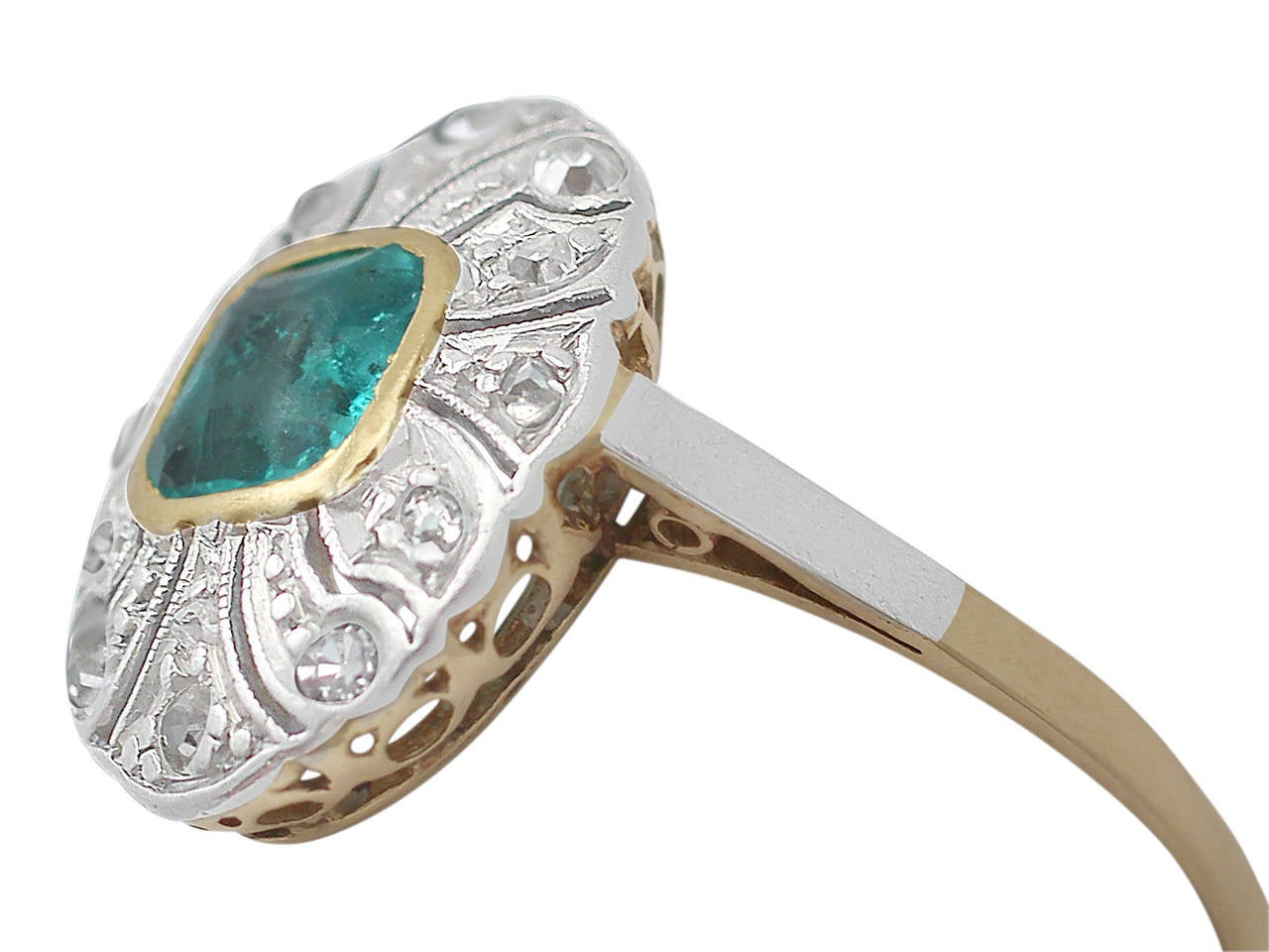 Antique emerald ring : S antique emerald and diamond yellow gold cocktail